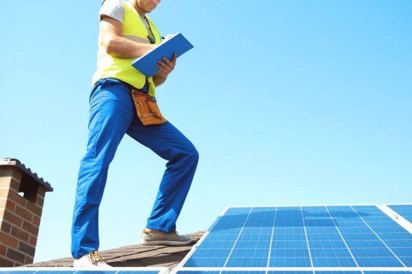 240204-voce-sabe-como-fazer-a-manutencao-do-painel-solar-de-forma-correta-1280x640
